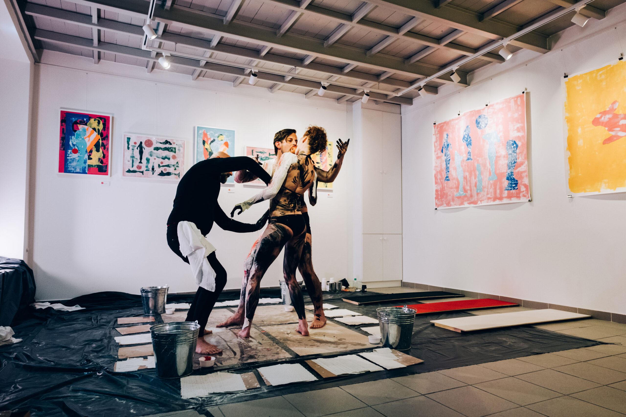 la-pomme-de-vie-fine-arts-performance-07